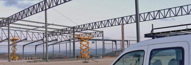 Puentes grúas instalados en Industrias Metálicas Hnos Carvajal empresa de fabricación y montaje de estructuras metálicas y cubiertas