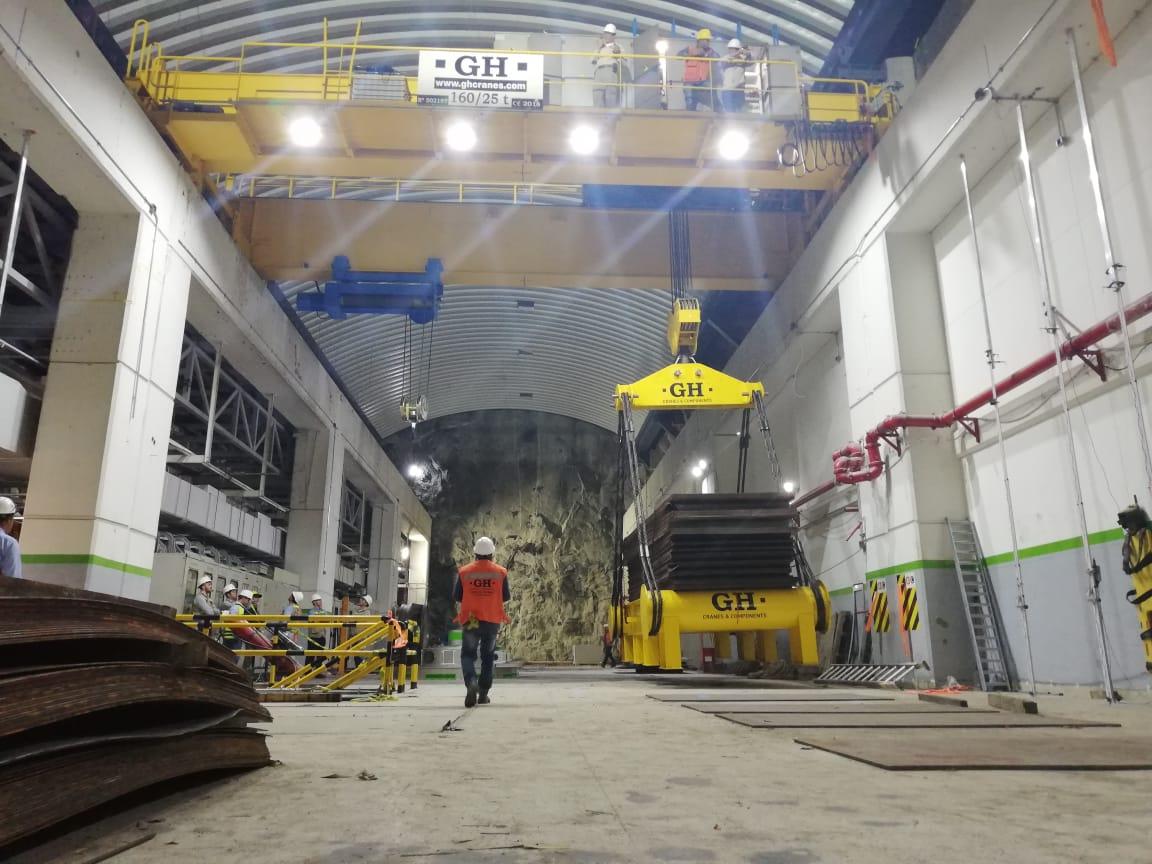 Prueba de carga de la grúa puente de las instalaciones de EPM en Colombia