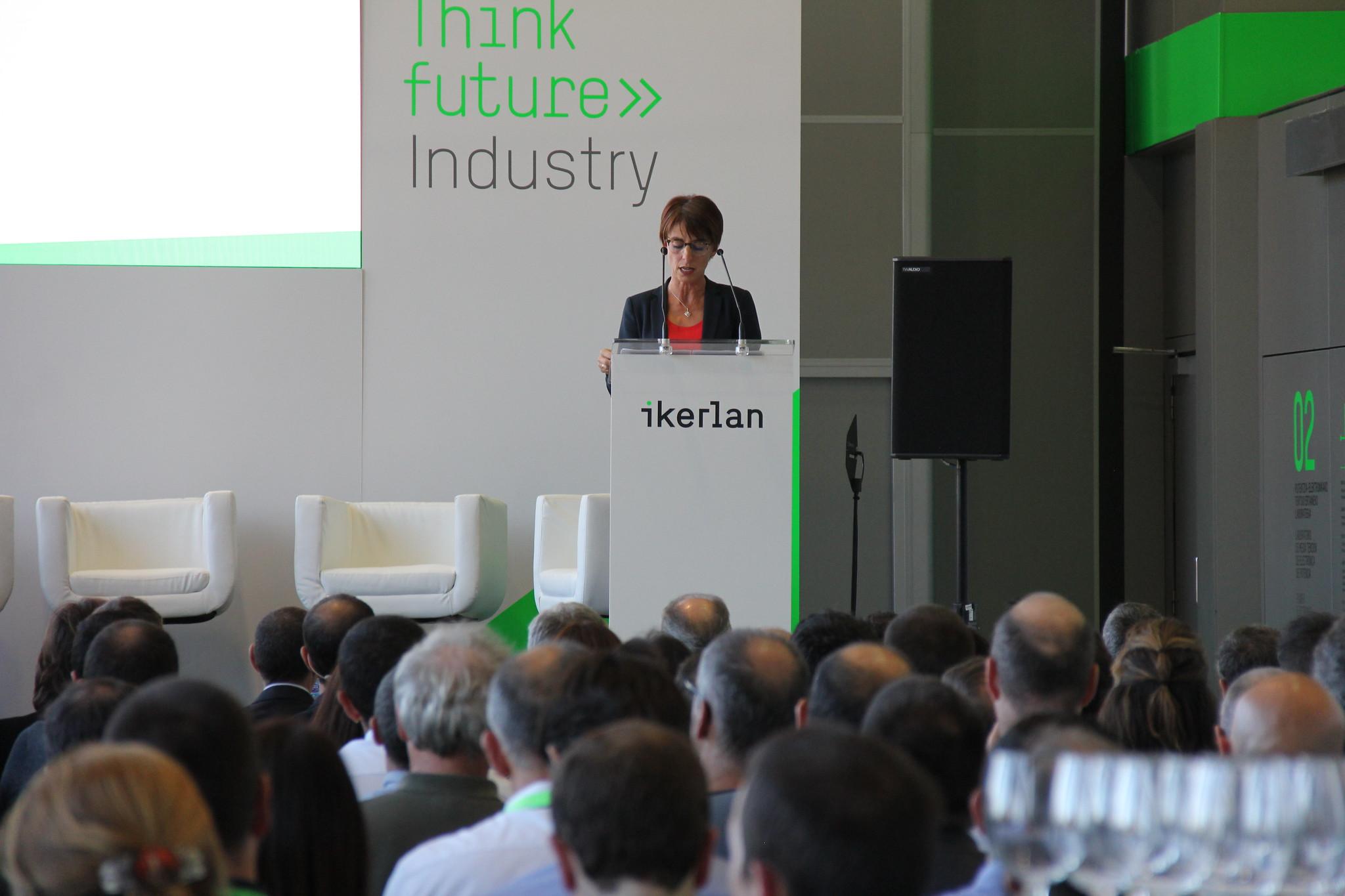 presencia de la viceconsejera de Tecnología, Innovación y Competitividad del Gobierno Vasco, Estíbaliz Hernáez Ikerlan