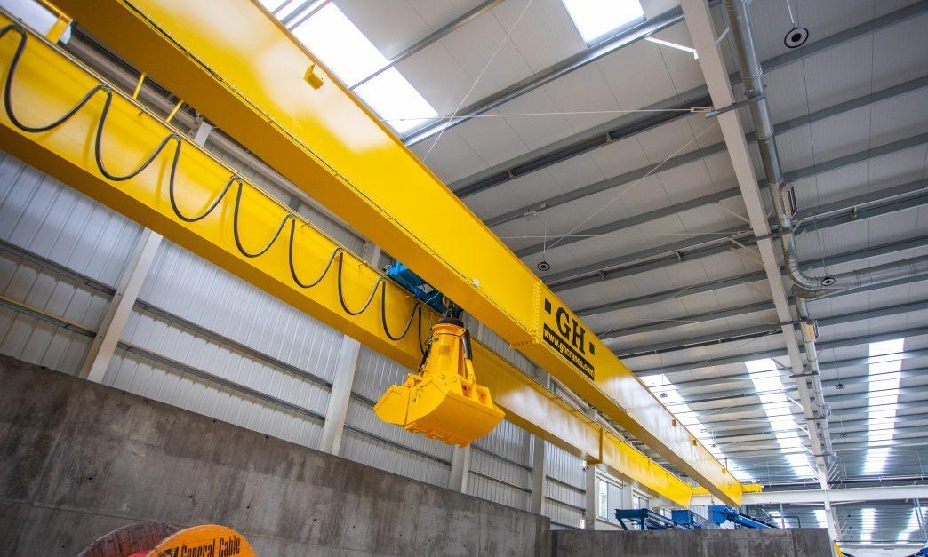 Puente grúa GH Cranes con cuchara bivalva en planta de biometanización de Zubieta