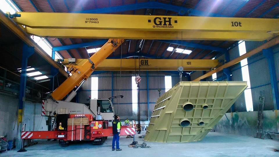 <br>Two overhead cranes with hoist of 10t lifting capacity each in Spain
