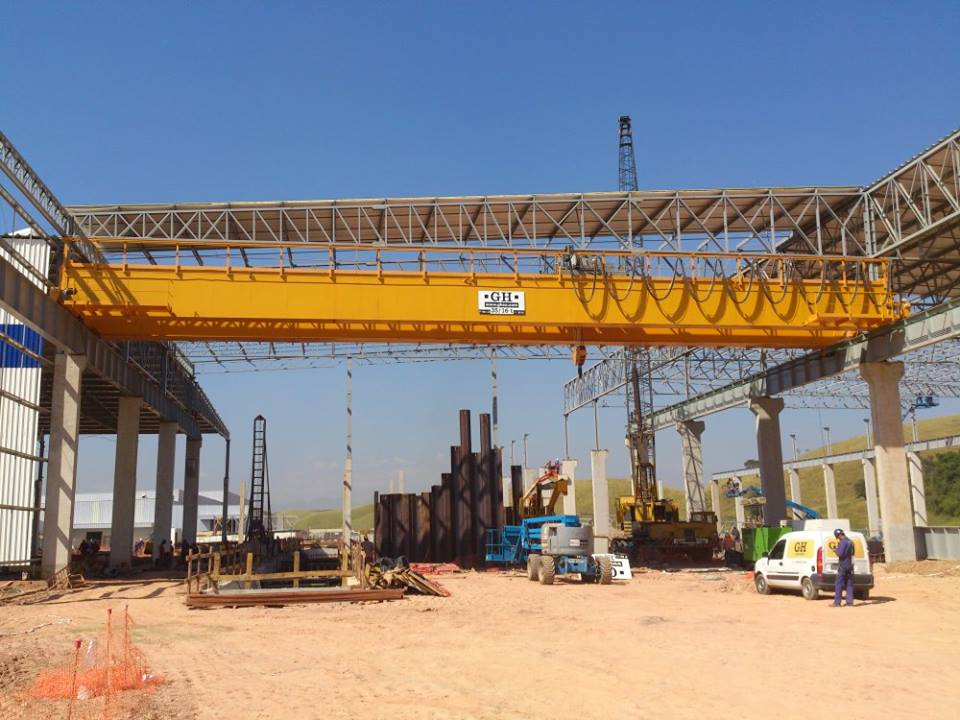 <br>Bridge crane with two hoists, the main hoist with a lifting capacity of 35t and the auxiliary with a capacity of 16t for Nissan in Resende, Brazil