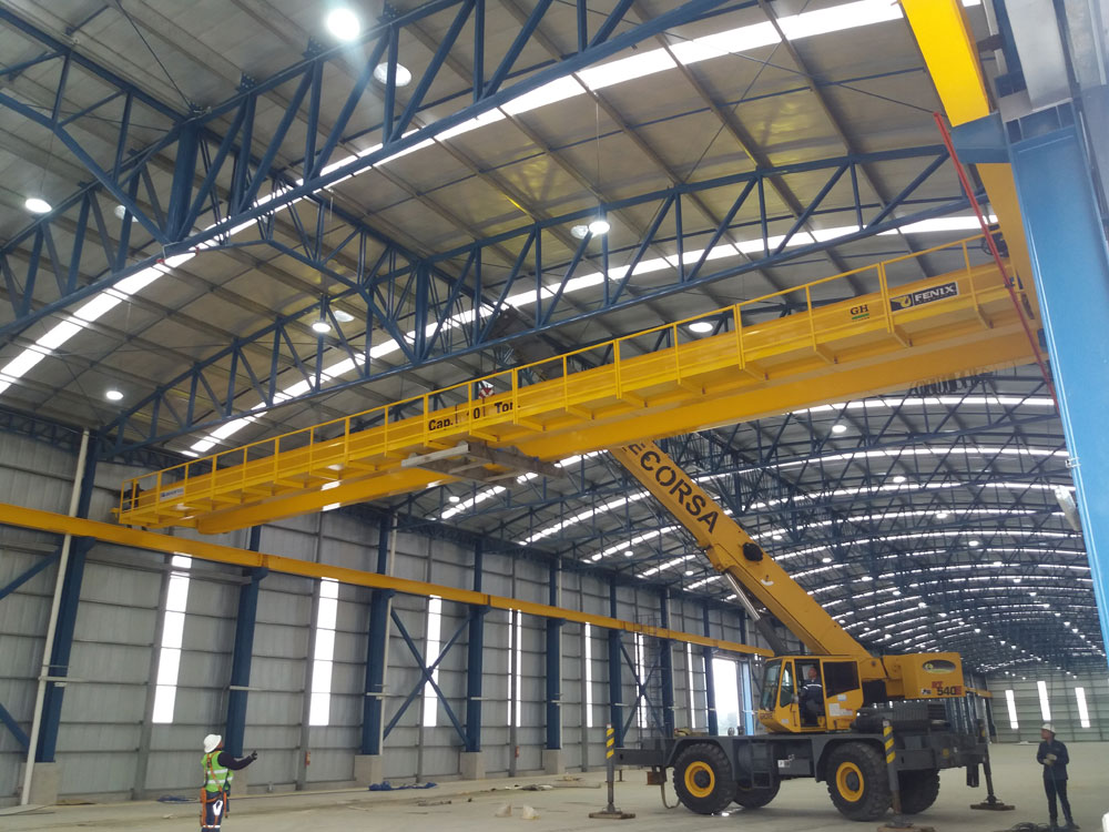 <b>Customer</b>: Rooftec. <b>Place of installation</b>: Parque Industrial Quito, Ecuador. <b>Capacity</b>: 10t. <b>Span</b>: 25m. <b>Lifting height</b>: 7m. <br>