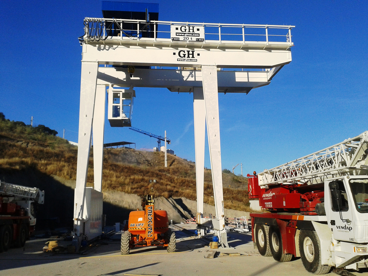 <br>Gantry crane with hoist of 20t lifting capacity installed in Torre de Moncorvo for Andritz