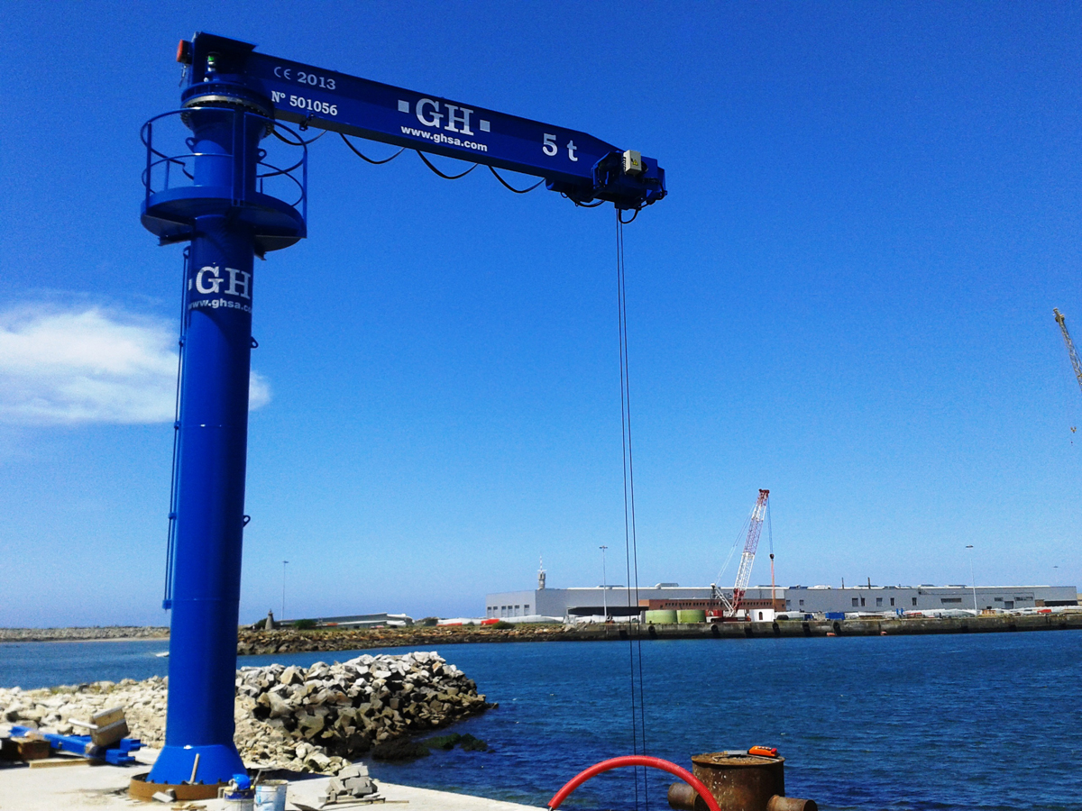 <br>Jib crane with hoist of 5t lifting capacity installed in Viana do Castelo for Antonio Alves Ribeiro &amp; Filhos Lda.