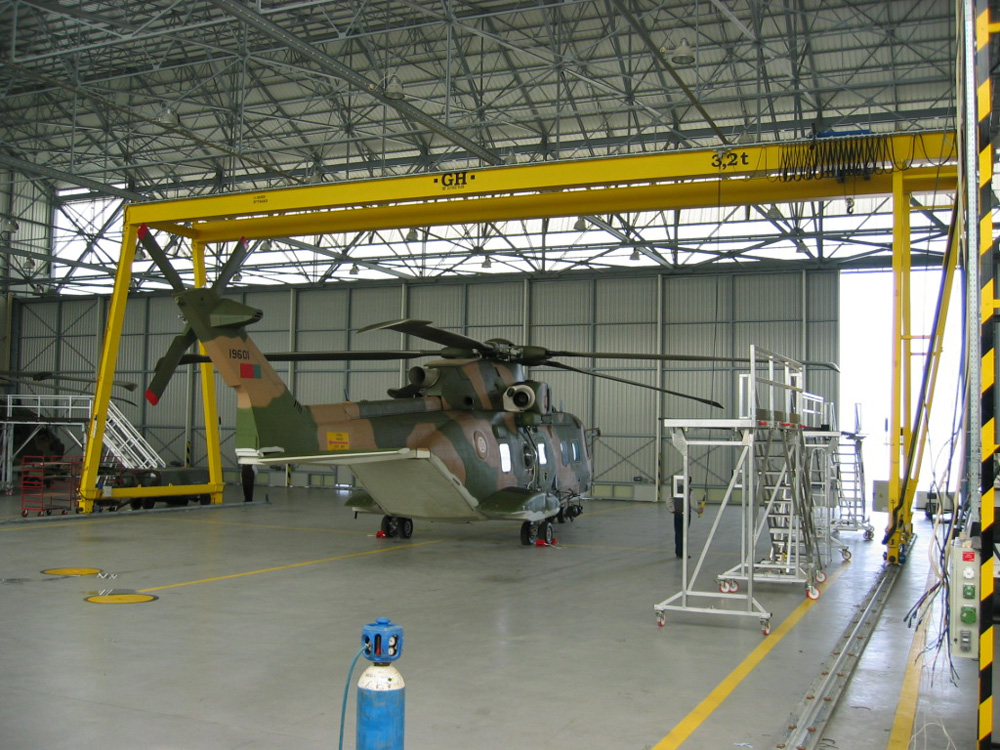 <br>Gantry crane of 3,2t lifting capacity hoist for Fuerzas A&eacute;reas of Portugal.