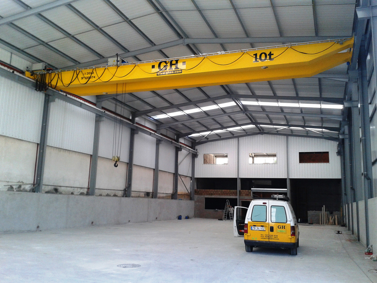 <br>Overhead crane with hoist of 10 t lifting capacity for customer Carbeninox Industria Metalurgica Lda in Oliveira de Azemeis