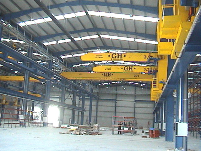 <br>Some wall jib cranes with hoists of 3,2t lifting capacity and at the bottom, one EOT crane of 20t lifting capacity for Comansa customer.