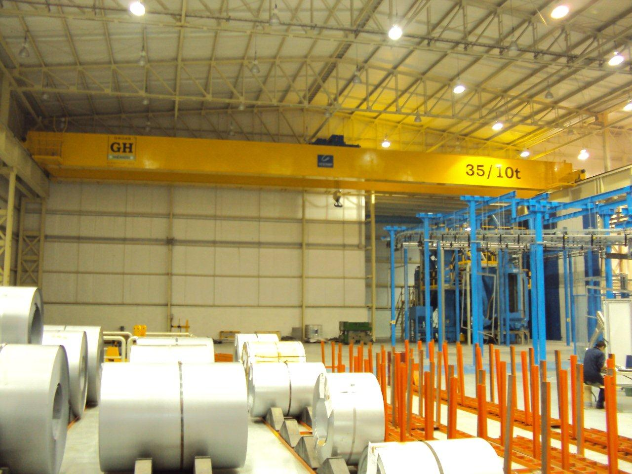<br>Bridge crane with two hoists, the main hoist with a lifting capacity of 35t and the auxiliary with a capacity of 10t for customer Gestamp in Mexico