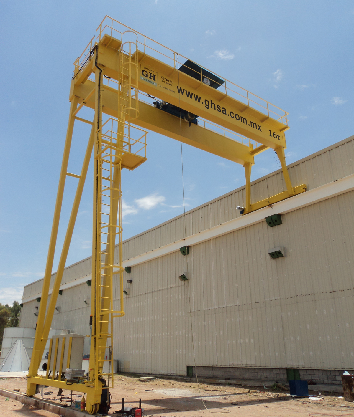 <br>Semi gantry-crane with 16t lifting capacity hoist installed in Mexico