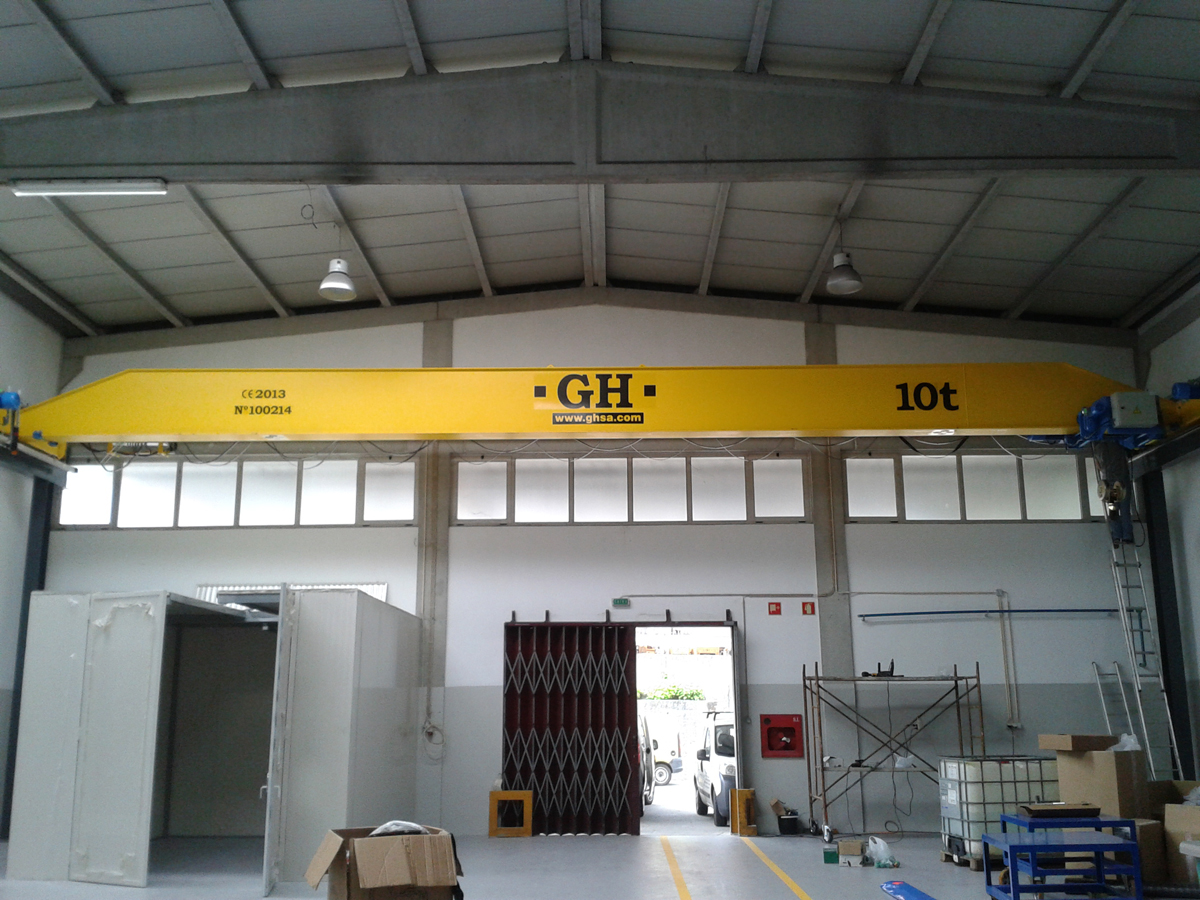 <br>Overhead crane with hoist of 10 t lifting capacity for customer Eschmann Textura International Lda in Oliveira de Azemeis