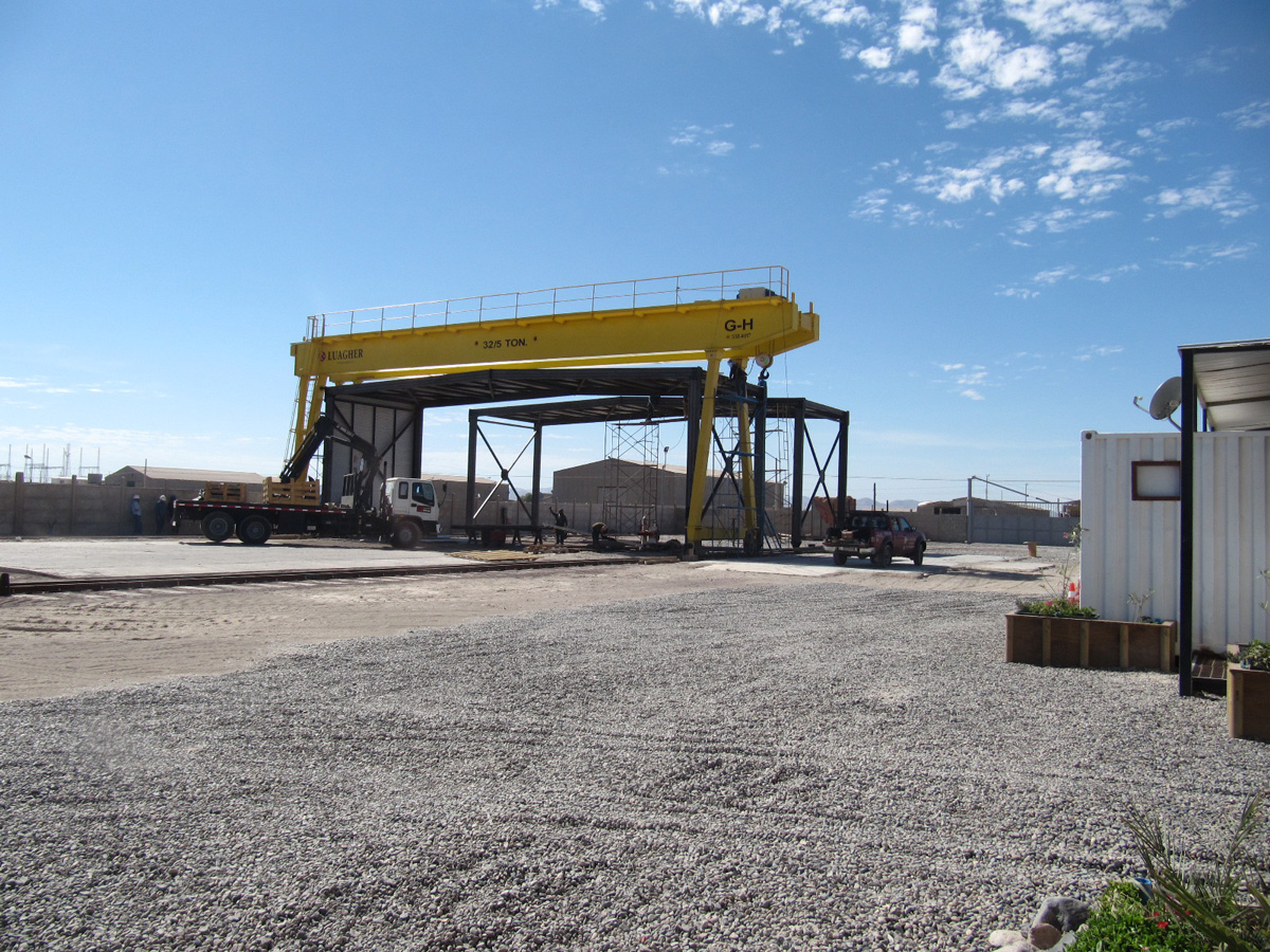 <br>Portal crane with cantilevers on both sides with hoist of 5t and 32t lifting capacity for Luagher in Chile