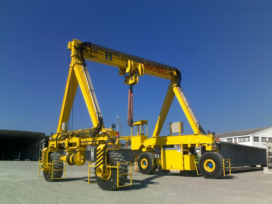 <br>Industrial self-propelled gantry crane for Indubel.