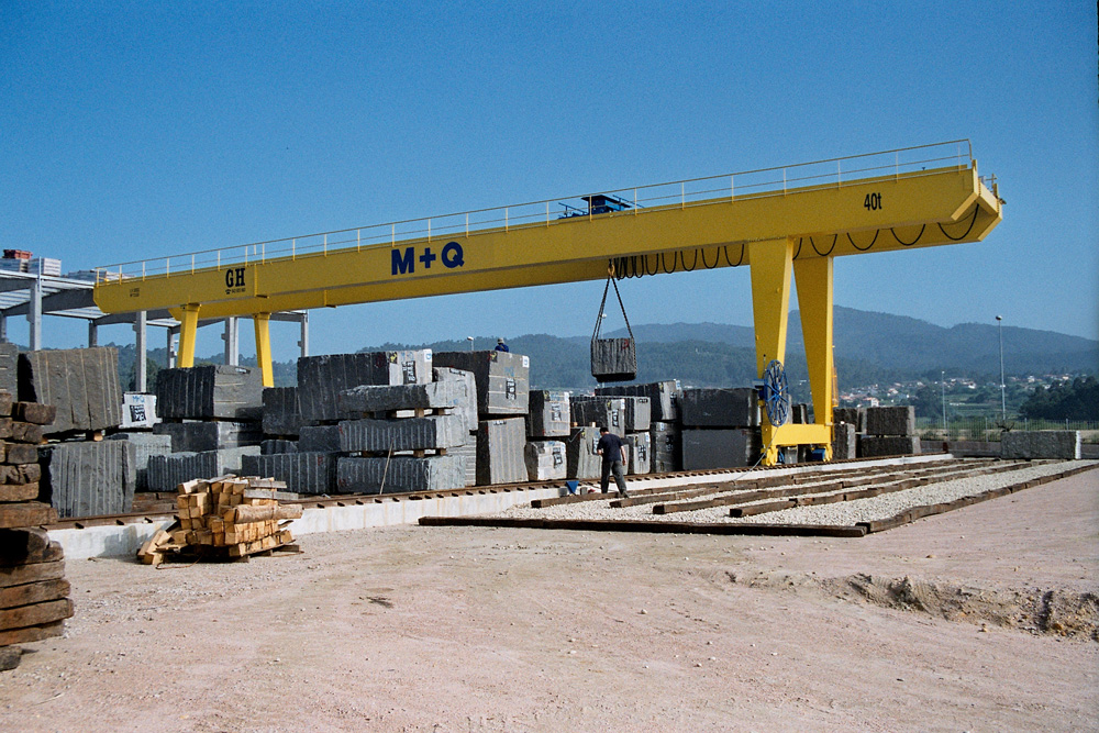 Gantry crane with cantilevers with 40t lifting capacity hoist for M+Q customer.