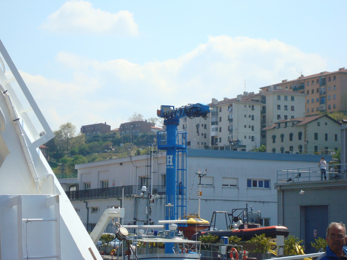 <br>Jib crane installed at the port of Pasajes for Azti