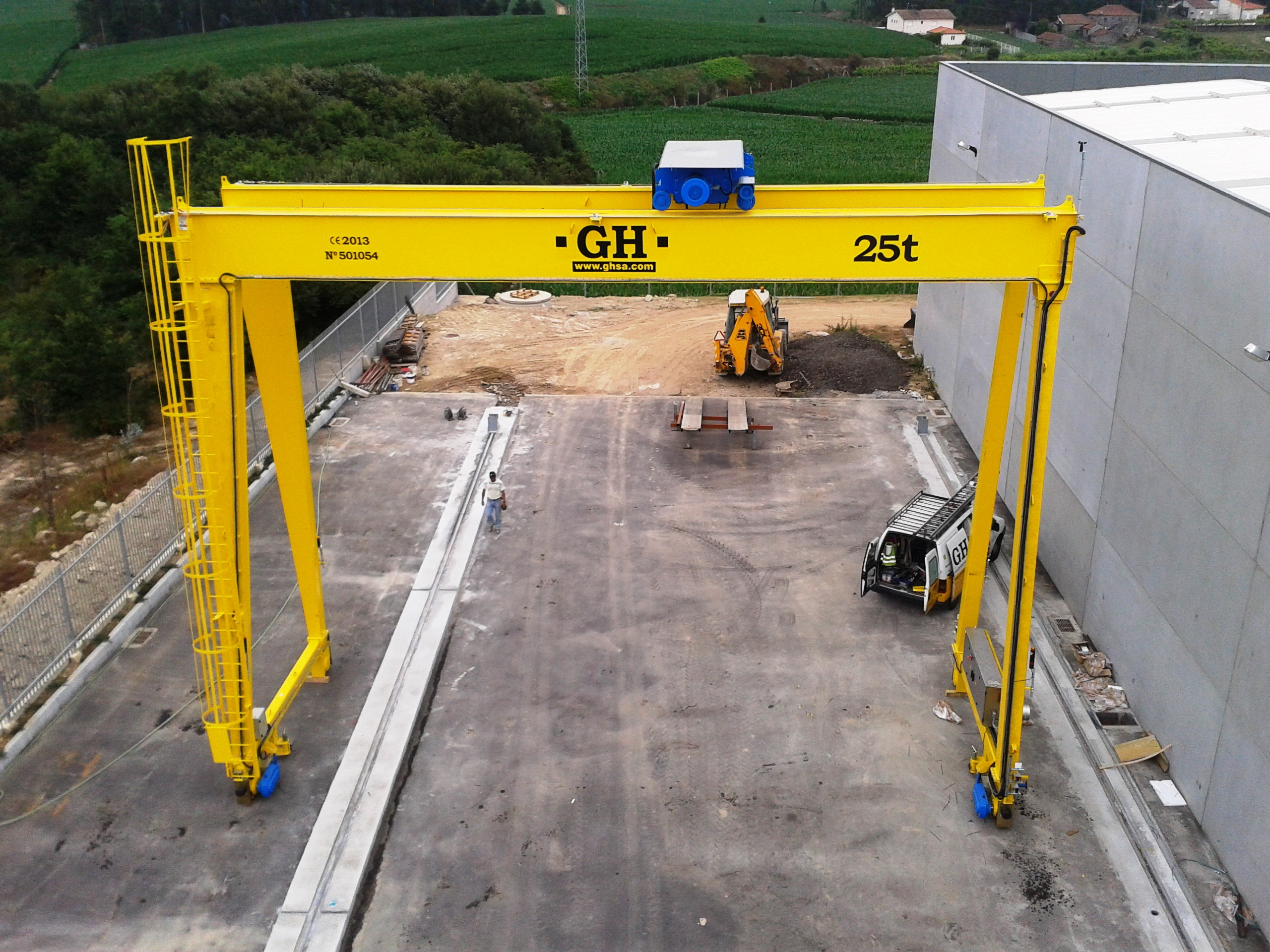 <br>Portal crane with hoist of 10 t lifting capacity for customer Pradecon - Construções metalicas Lda in Vila do Conde (Portugal)