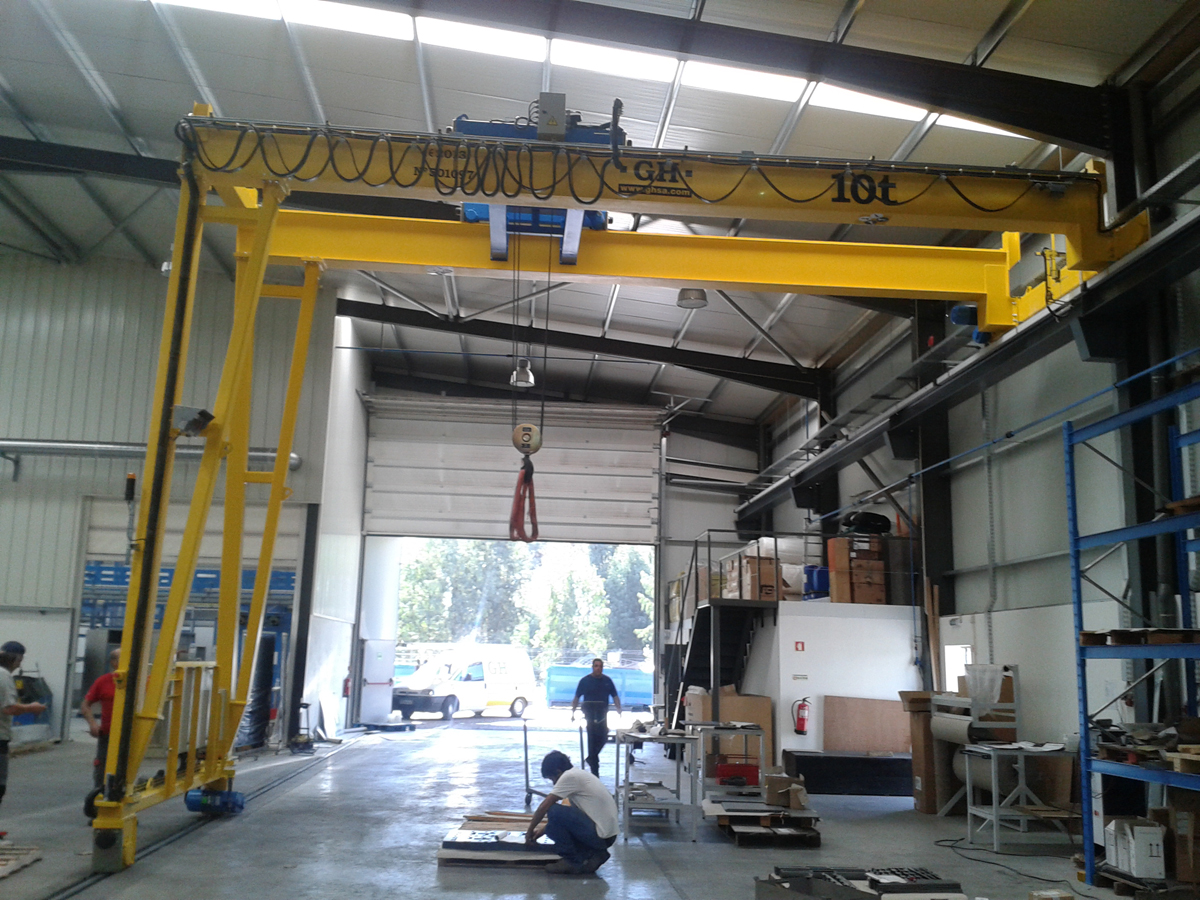 <br>Semi gantry-crane with hoist of 10 t lifting capacity for customer Painel Padrão - Engenharia e Lazer, Lda installed in Esposende (Portugal)