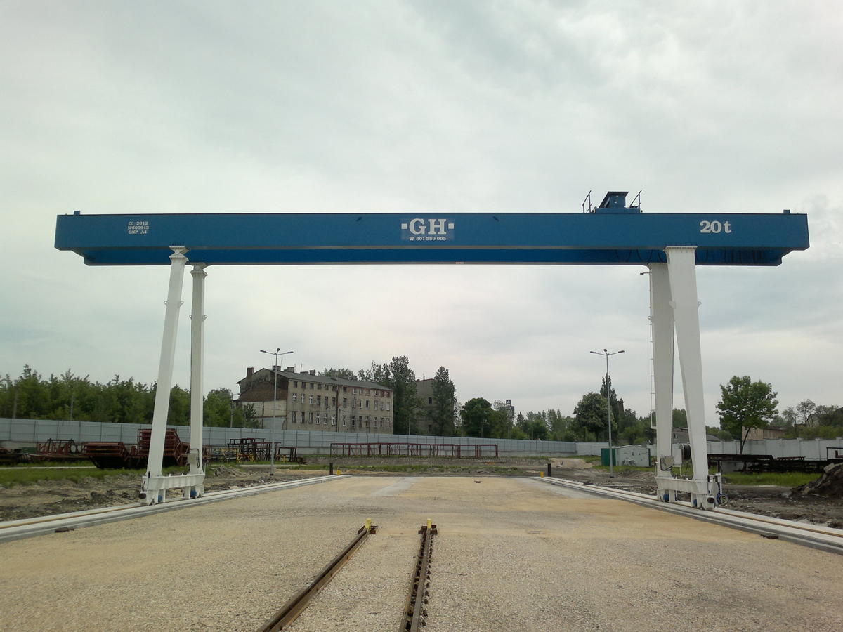 <br>Goliath crane with cantilever on both sides with a 20t lifting capacity hoists for Foster in Poland