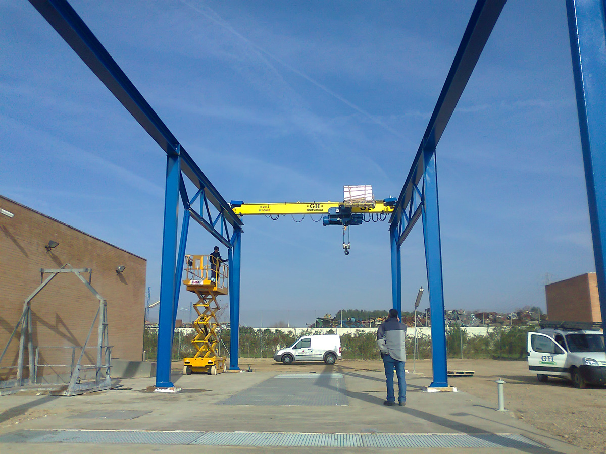 <br>Overhead crane with 3t lifting capacity hoist for customer Utedeza in Zaragoza