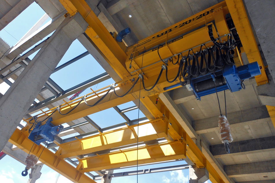<br>Instalation of 20/20 ton cranes. GH Cranes and Components in the automotive sector. Pirelli - Rusia.