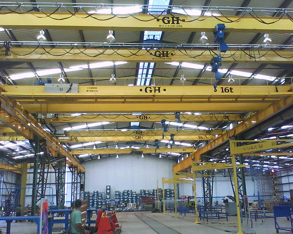 <br>Installation of multiple cranes. GH Cranes and Components in the automotive sector. Volvo - Brasil.