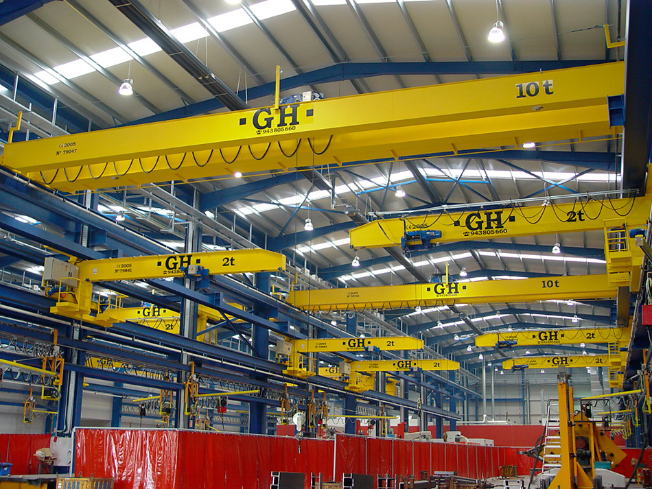 <br>Installation of several EOT and Console cranes in the steel constructions industry. COMANSA