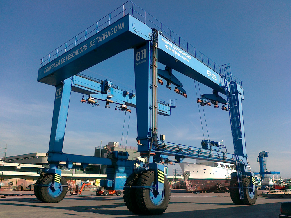 <br>Model GH275 marine automotive gantry crane with a capacity of 250t installed in the port of Tarragona.