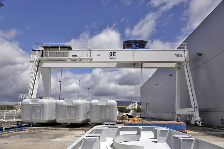 Installation of gantry GH Cranes and Components in ACCIONA. Wind power sector.