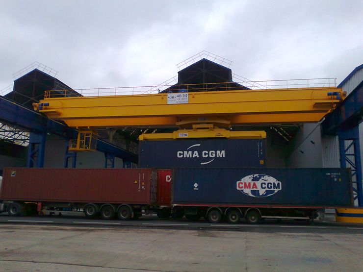 <br>EOT crane para Flag Francia with a crab of two lifting capacities.
