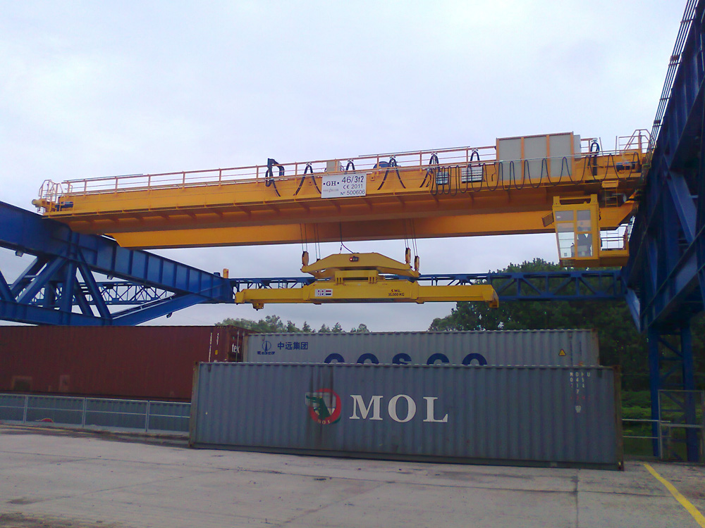 <br>EOT crane for containers lifting for SAS F.L.A.G customer in France.