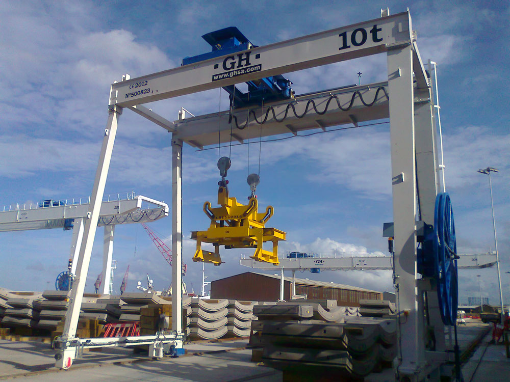 Some gantry cranes with different lifting capacities in London.