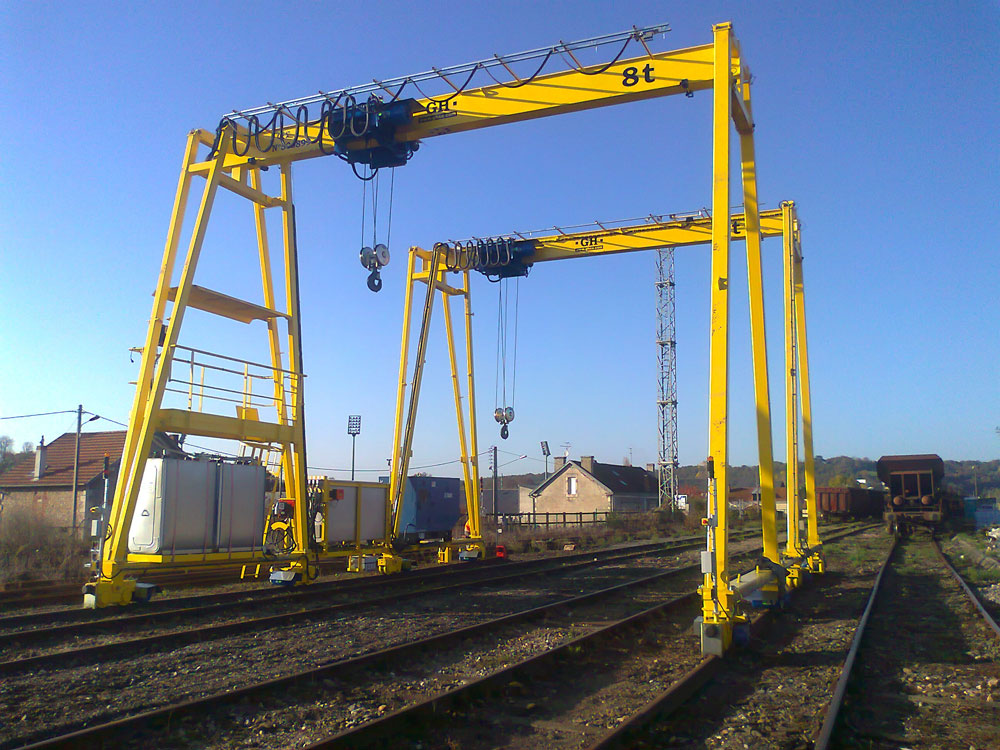 Gantry cranes with a 8t hoist in France.