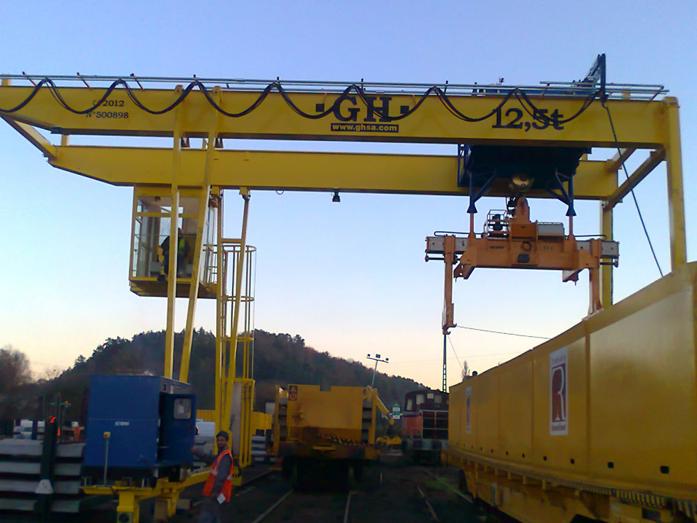 Gantry crane for France with a 12.5t hoist.