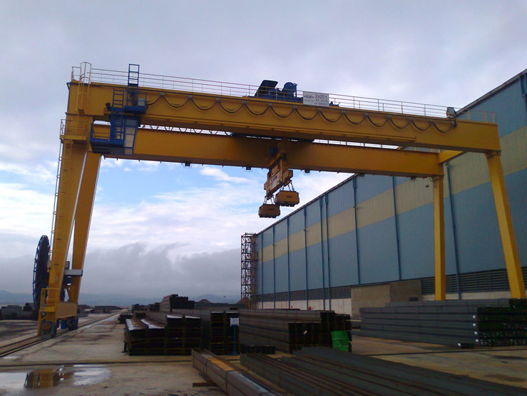<br>Gantry crane for Gallardo with two 20t hoists.