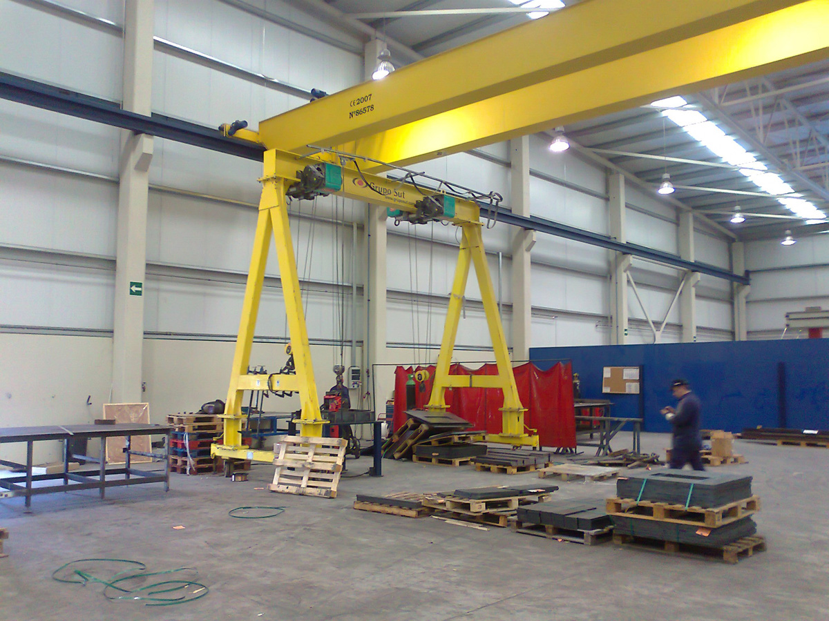 Gantry crane on unguided wheels for SUT Group