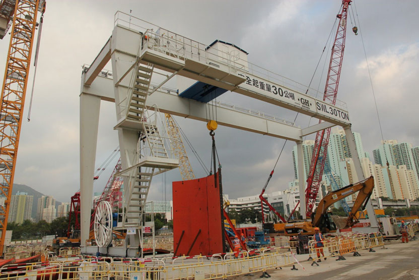 Gantry crane with a 30t hoist in Hong Kong.