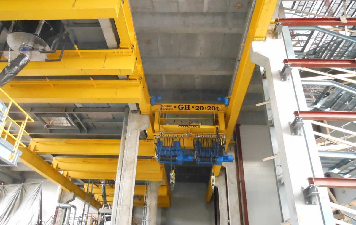 <br>Overhead crane with two hoists of 20 t for Pirelli in Russia