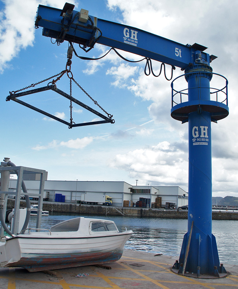 <br>5t lifting capacity jib crane at the port of Getaria