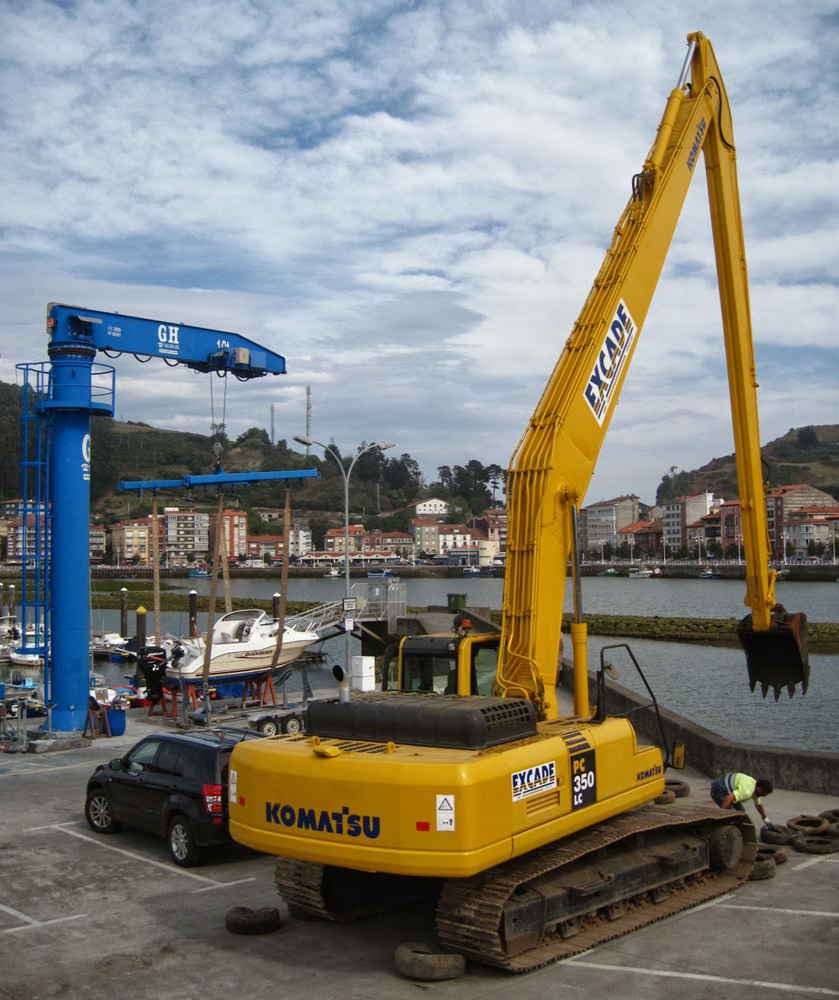 <br>10t lifting capacity jib crane at the port of Ribadesella
