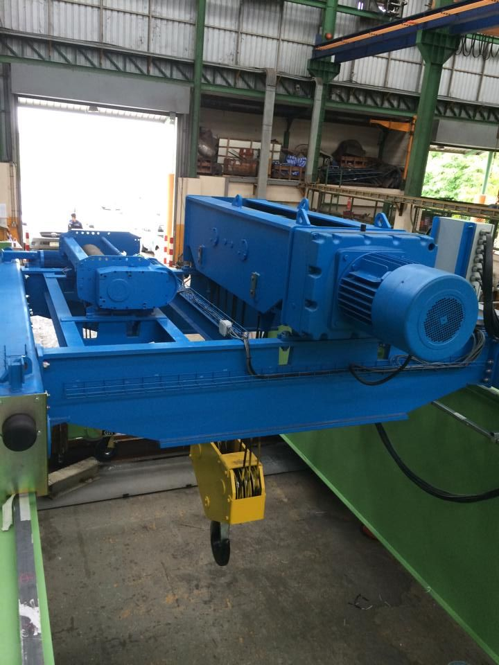 <br>Double girder EOT crane 50/3.2t lifting capacity with two hoists on one crab, Span 22.50m and HOL 10m.This crane has been manufactured by Lee Machinery (Thailand) for AIDA; Japanese company who's activity in this plant is assembly of stamping presses.