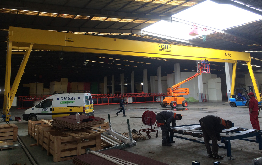 <br>Gantry crane with 5 + 5t lifting capacity hoist in Casablanca