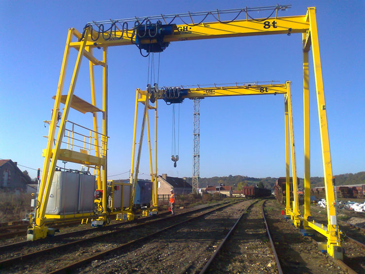 <br>Gantry cranes with 8t hoist in France.
