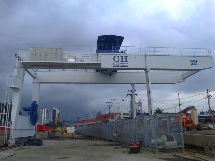 <br>Gantry crane with a 32t hoist in Panama.