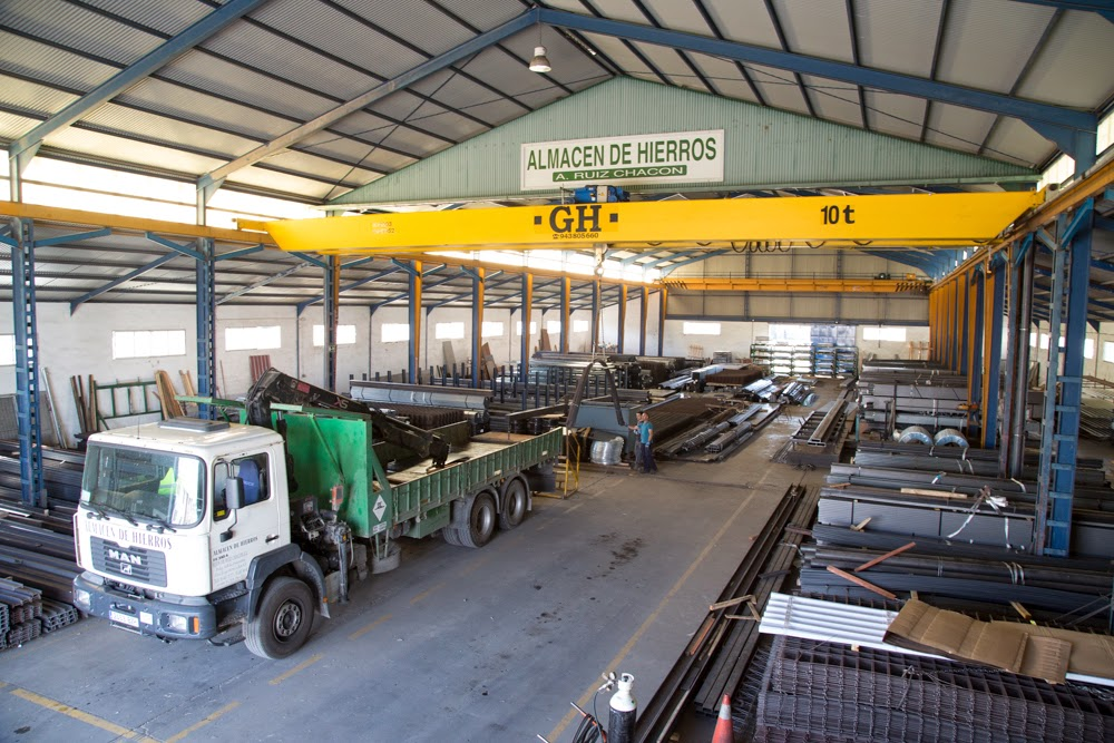 A company dedicated to the purchase, storage and distribution of steel products.