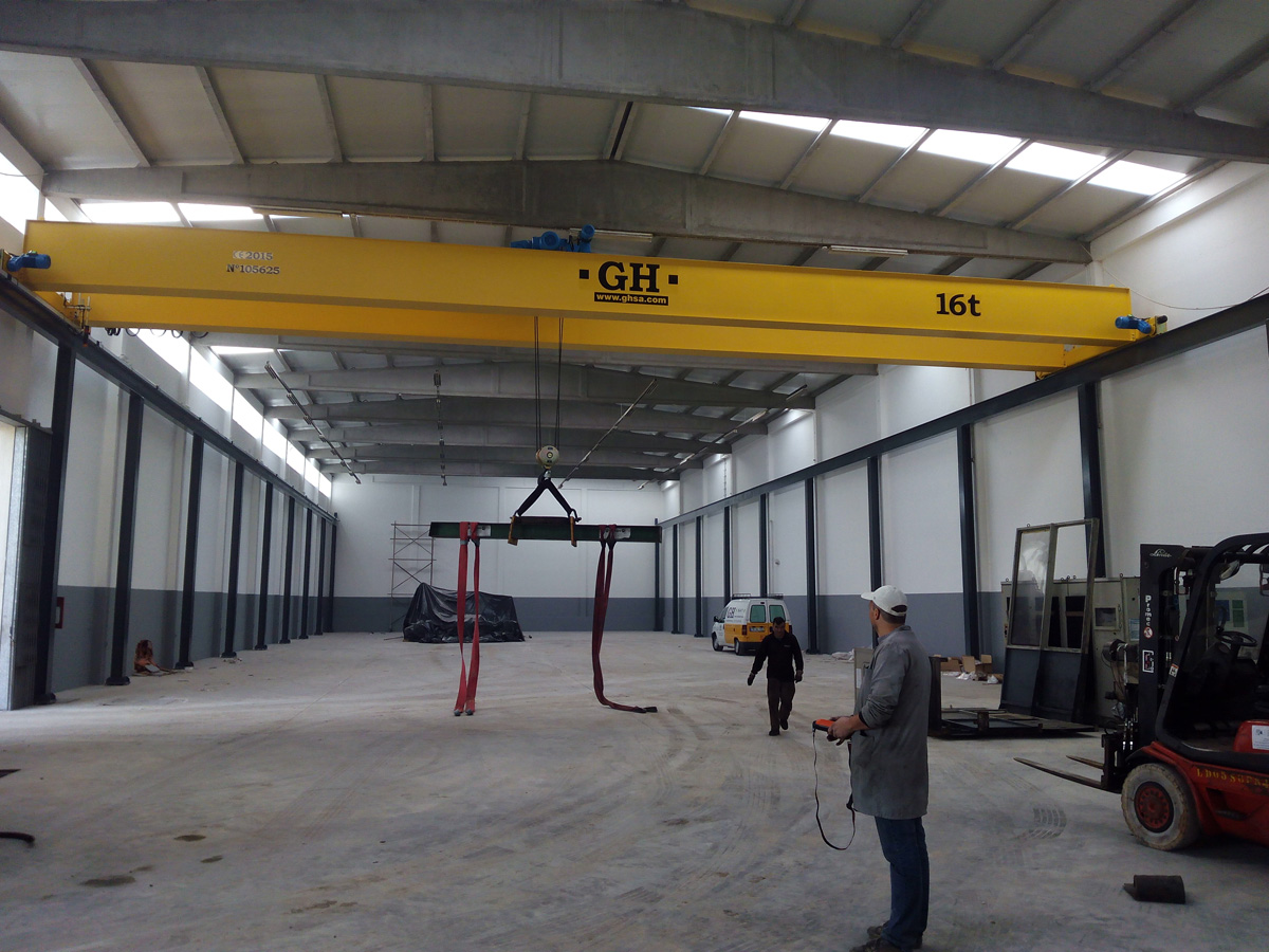 <br>Double girder bridge crane with a hoist of 16 t lifting capacity, 19 m of span and a lifting height of 6.68 m for customer Tafmold, Lda in Estarreja - Portugal.