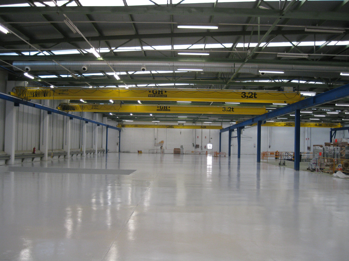 <br>Several overhead cranes with 3.2t lifting capacity hoist installed at Witur facilities in Zaragoza