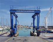 Cranes for shipyards and marine industry